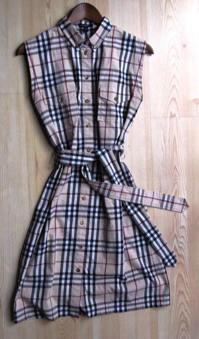 Online veilinghuis Catawiki: Burberry - Doorknoop jurk - Vintage