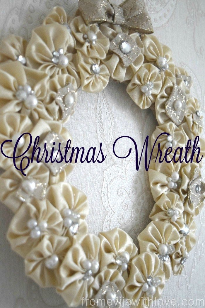 how to make a beautiful Christmas wreath. If you like shiny things, then you are in for a treat! #OMHGWW 12/15/2015