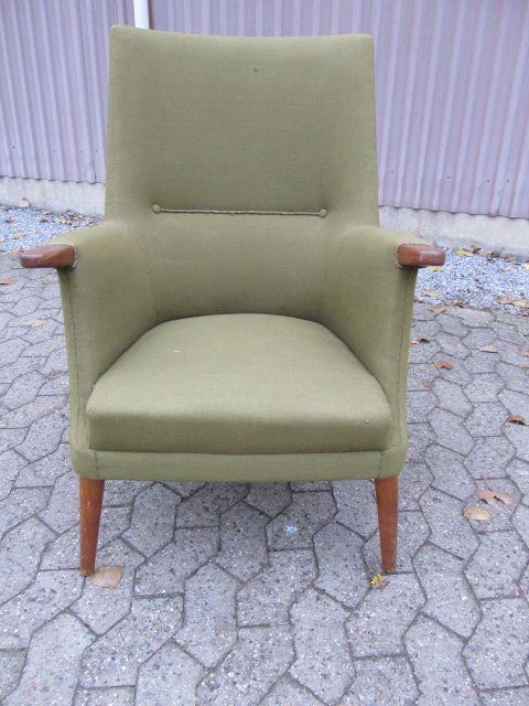 """Lænestol med """"negle"""" af teak. Produceret på Kolds savværk i kerteminde 1950-erne. Se den til salg på www.retrosiden.dk"""