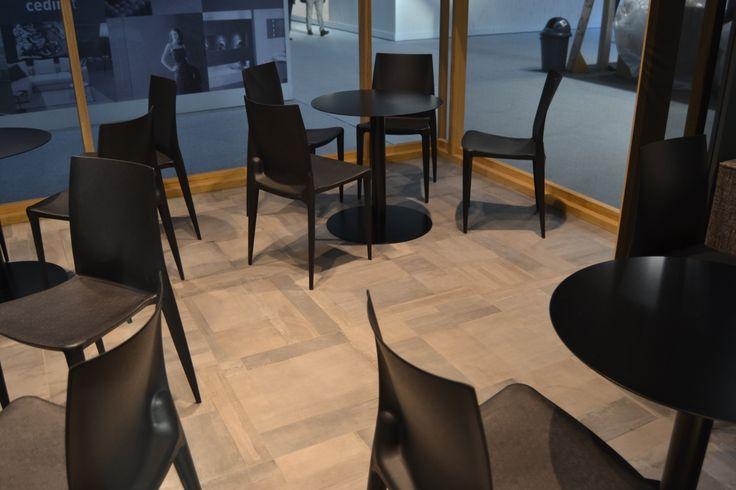 Pavimento realizzato con la collezione Carnaby effetto cemento