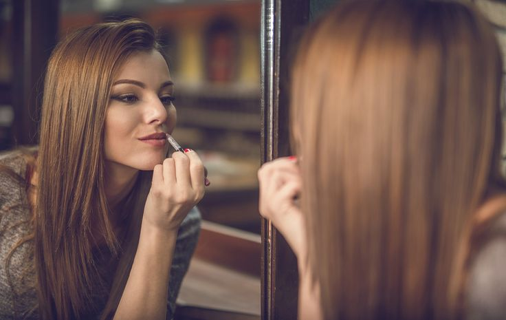 Escolher entre as diversas opções de maquiagens para festas que você encontra nos blogs pode ser difícil. No entanto, use você um delineado grosso ou não, queira você encher o rosto de glitter ou...