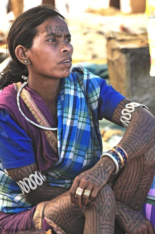Tattooing is an integral part of the Baiga community of central India. Chiefly women get the tattoo and there is a specific tattoo for every part. They decorate different parts of their body with different tattoo marks like moon, triangles, crosses, dots, parallel lines and other items of importance in Baiga life.  #baiga #tattoo #india #travel #culture #tribal #tribe #ethnic #rural #village #people