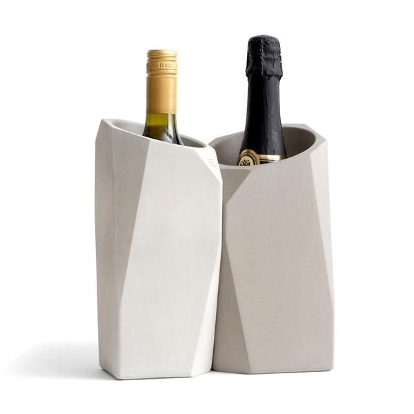 The Corvi Champagne Cooler builds on the reputation of our Corvi Wine Cooler with a size and mass designed specifically for the needs of Champagne.