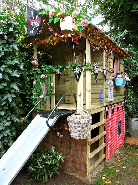 Speelhuisje helemaal by Zilverblauw, via Flickr I would love to have something like this for my kids!