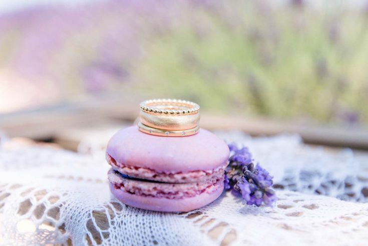 Französische Teeparty im Lavendelfeld der Provence, foto www.der-rothe-faden.de , ringe www.skusa.me