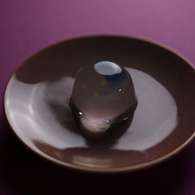 今日の #和菓子 は #錦玉 で作った #蛍 です。  Today's wagashi is #Firefly made with #Agar .  #ねりきり #nerikiri #練切 #煉切 #wagashi #sweets #artist #art #出雲 #福泉堂  #三代目 #japanfoodgopan #お菓子作り #dessert #デザート #お菓子 #candy