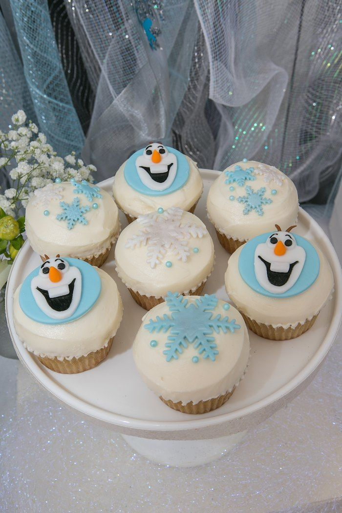 Frozen Winter Wonderland themed birthday party : Cupcakes