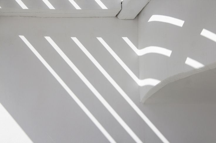 White plasticity. Aenaon Villas | photography Irini Giotopoulou • Silentio • https://thegreekdesigners.com/2016/10/30/aenaon-serenity-in-thira/