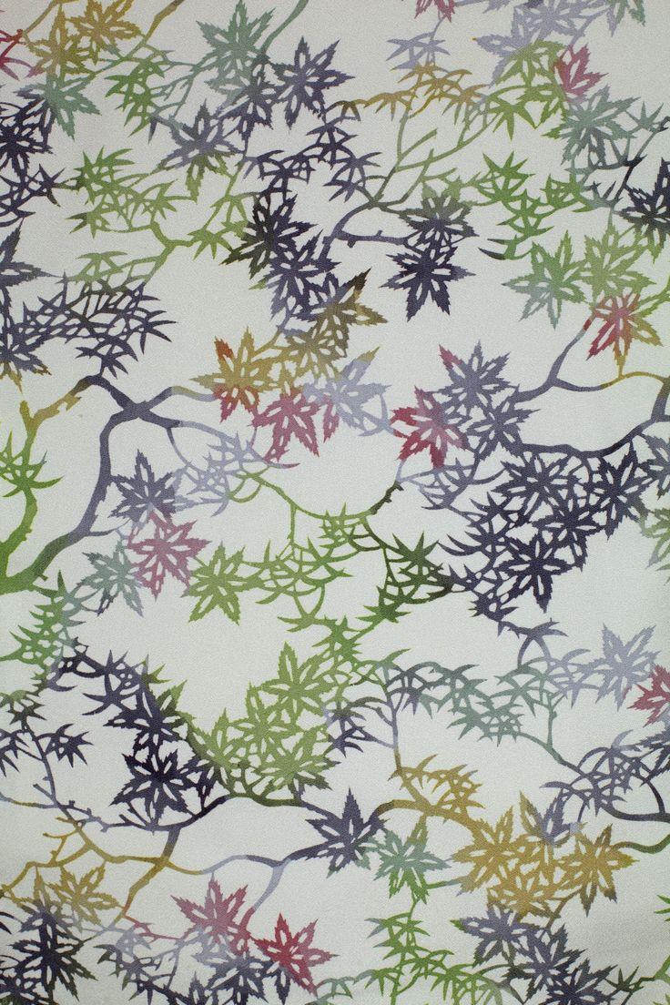 """Kimono typu """"komon"""" z motywem liści klonu, Muzeum Sztuki i Techniki Japońskiej Manggha"""