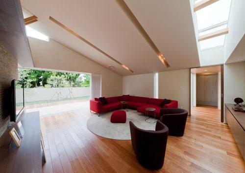 スタイリッシュモダンなリビング(『名古屋のコートハウス』バーベキューテラスのある家) - リビングダイニング事例|SUVACO(スバコ)