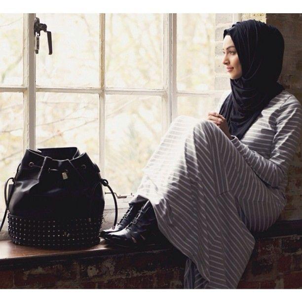 Limited edition grey-striped abaya from Inayah