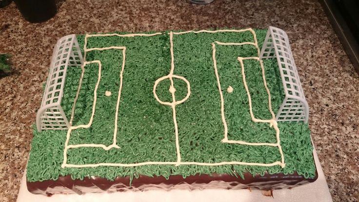 Torta de vainilla con ganash de chocolate,  motivo futboll