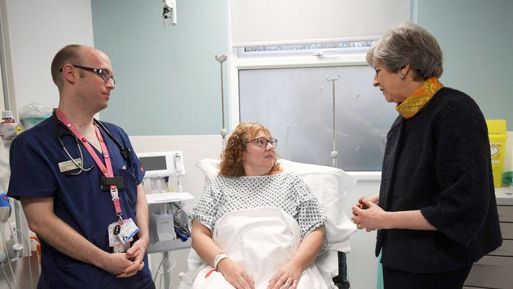 #FOTOS IMPACTANTES: Pacientes de urgencias duermen en el suelo en un colapsado hospital británico - RT en Español - Noticias internacionales
