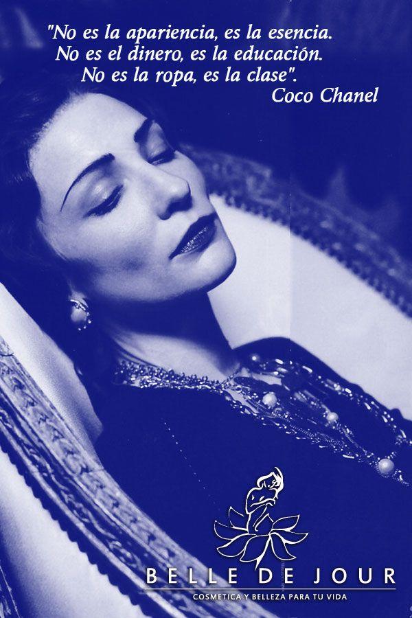 """Gabrielle Bonheur """"Coco"""" Chanel fue una diseñadora de moda francesa. Es una de las figuras míticas de la historia de la moda mundial, y su nombre es un referente internacional de la industria del lujo y del feminismo.(1883-1971)"""