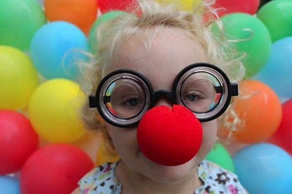 Make a balloon backdrop photo prop: Dollar Stores, Photo Ideas, Balloon Backdrops, Photo Props, Backdrops Photo, Photo Booths, Balloon Photo, Photo Backgrounds, Photo Backdrops