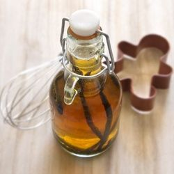 homemade vanilla extract - super simple, DIY gift