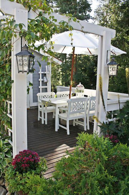 ♡ Garden living ~ lovingly repinned by www.skipperwoodhome.co.uk