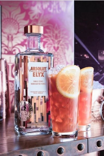 HIGH TEA Get the recipe of this Absolut Elyx Cocktail: ingredients, vessel and garnishes to elevate your hospitality and serve the best vodka drinks.