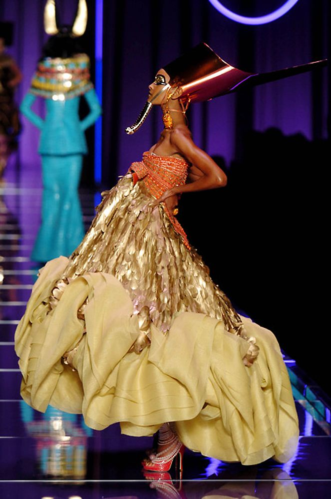 John galliano for christian dior spring 2004 haute couture for Haute couture history