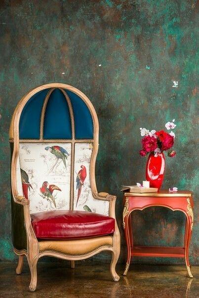 Elizabeth (Элизабет)   Angel-L1422  Это кресло никого не оставит равнодушным. У него много имен: кресло-капюшон, кресло-парашют, кресло консьержа. В XVIII веке в Англии такие кресла ставили в холлах богатых домов и предназначались они для швейцара, который нес свою длительную вахту в весьма прохладном помещении. «Капюшон» стал популярен у хозяев – все по тем же причинам: надежное укрытие от холода, конструкция, позволяющая расслабиться и даже спать сидя. Кресло Элизабет как арт-объект…