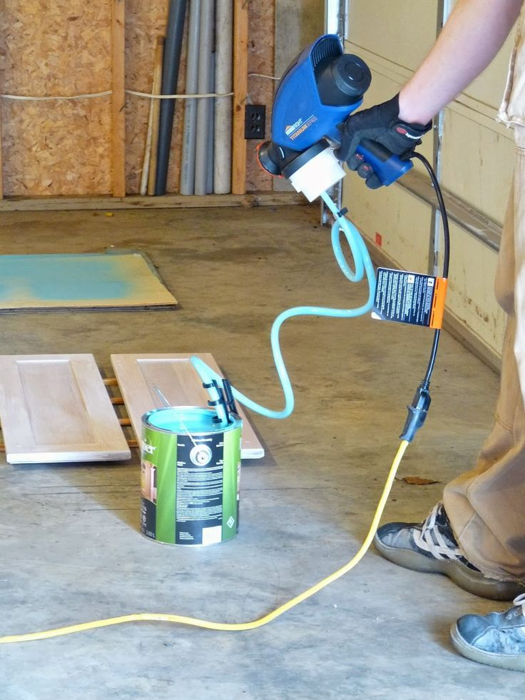 Painting the Kitchen with a Paint Sprayer Dans