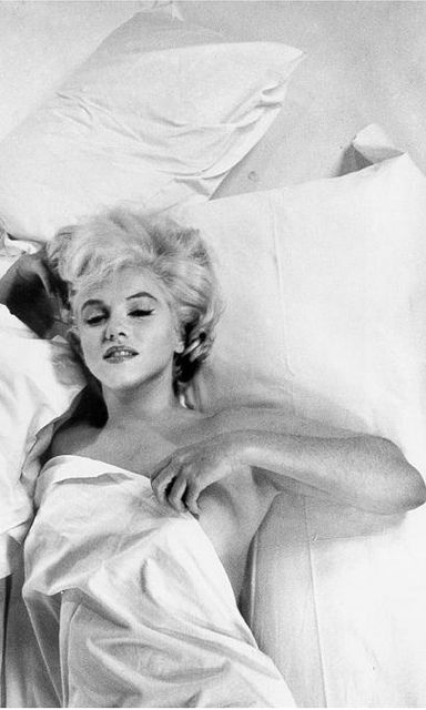 Marilyn Monroe....this is my favorite pic of her ever. Ultimate luxury