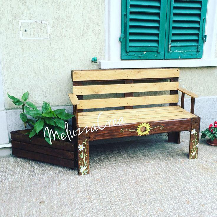 Panchina creata a mano e dipinta #panchina#pallets#legno#craft#dipintoamano#meluzzacrea#pancali#wood#riciclo#hobby#artigiano#girasole#sunflower#pallet#fioriera meluzzacrea idea design