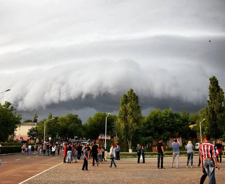 "просто фото ""#sky #rain #тучи #небо #переддождем #цунами #украина #измаил #in_uainsta #ua #ukraine "" от rozanne_roma May 29 2016 at 09:46AM"