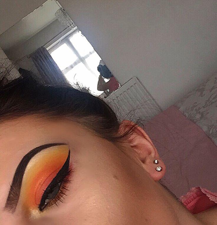 sunset inspired make up  follow my instagram @makeupbybeccie_   #makeupbyme #makeupaddict #makeupaddicts #makeupjunkie #makeuplover #makeuplovers #eyes #eyeliner #eyelashes #eyebrows #lips #lipstick #mascara #powder #contouring #concealer #feelingrefreshed #hairsalon #hair #tutorial #toofaced #nars #benefitcosmetics #urbandecay #mac #bobbibrown #superdrug #makeuprevolution #sleek #rimmellondon #boots #eyeshadow #highlighter #glow #cutcrease #selftaught