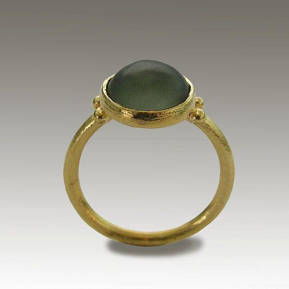 Groene Oceaan RG1769-1 ~~~~~~~~~~~~~~~~~~~~~~~ Deze ring is gemaakt van 14k geel goud en jade steen. Het goud heeft een geborstelde structuur die de ring met een mooie matte afwerking verlaat. Het is perfect voor elke speciale gelegenheid of gewoon te accessorize een alledaagse outfit.  Bouw & afmetingen: ~~~~~~~~~~~~~~~~~~~~~~~ 14 k geel goud Stenen: groene jade  Over onze sieraden ~~~~~~~~~~~~~~ Artisanimpact beschikt over een verscheidenheid van messing, zilver en 14 k gouden sieraden....