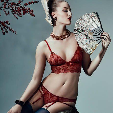 bordelle sensu soutien gorge bustier rouge pour r v ler votre c t femme fatale lingerie de. Black Bedroom Furniture Sets. Home Design Ideas