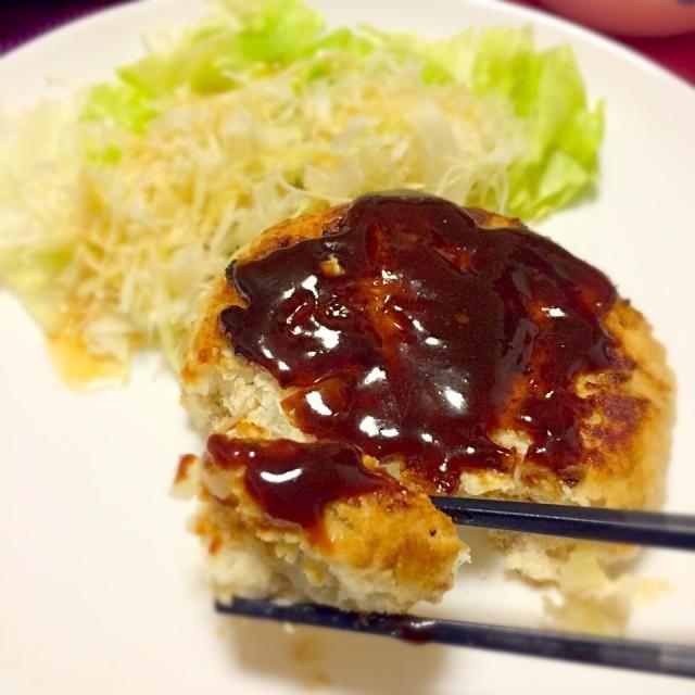 最近食べ過ぎだから低カロリーで満足できるものを。 今回は味噌ソースだけど照り焼きとか大根おろしでも絶対美味しそう❤︎ - 40件のもぐもぐ - フンワリしっとりおからハンバーグ❤︎ by kirarihaha