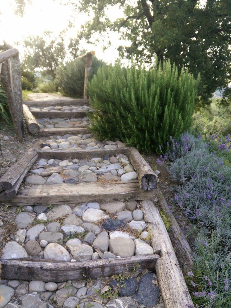 Oltre 25 fantastiche idee su giardini rustici su pinterest - Giardino rustico ...