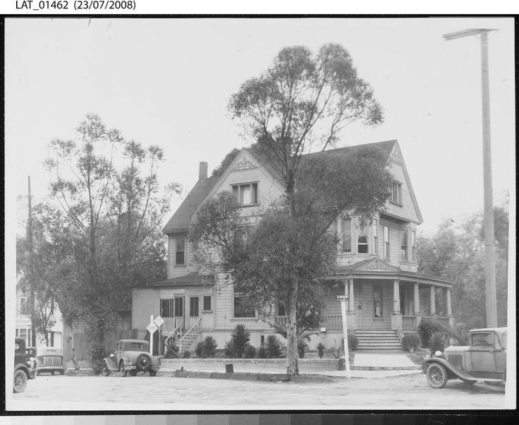 Residence of Harry Chandler, 503 North Broadway, Fort Moore Hill, ca.1929    Harry Chandler residence at the intersection of Fort Moore Place and North Broadway which places it directly across the street from Milos Baker's house.  Los Angeles Times Company Records, The Huntington Library, San Marino, California.