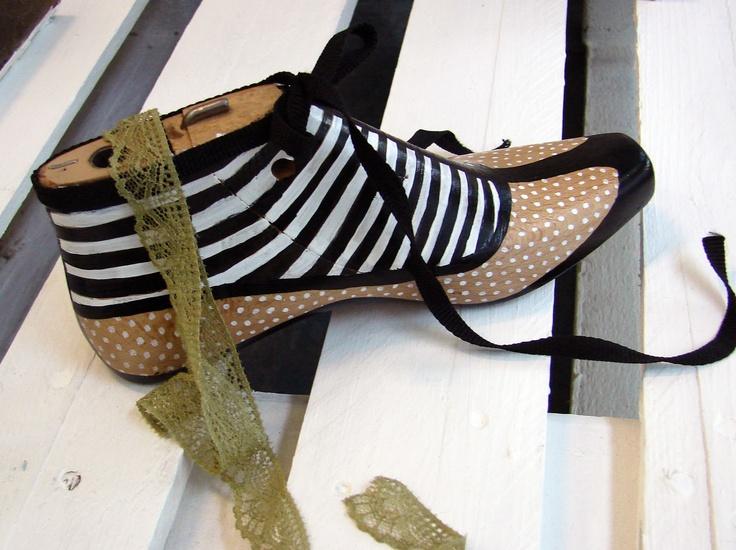 xanthippe's tsalimi arts & crafts: decoration/ painted shoe form