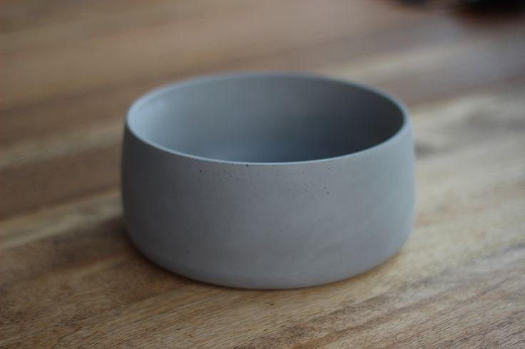 Bol en béton fabriqué par la designer montréalaise Claudia Croteau. / Concrete bowl made by Montreal designer Claudia Croteau. http://c2m.tl/1qZYH0q   #C2MTL #Montreal #craft #design