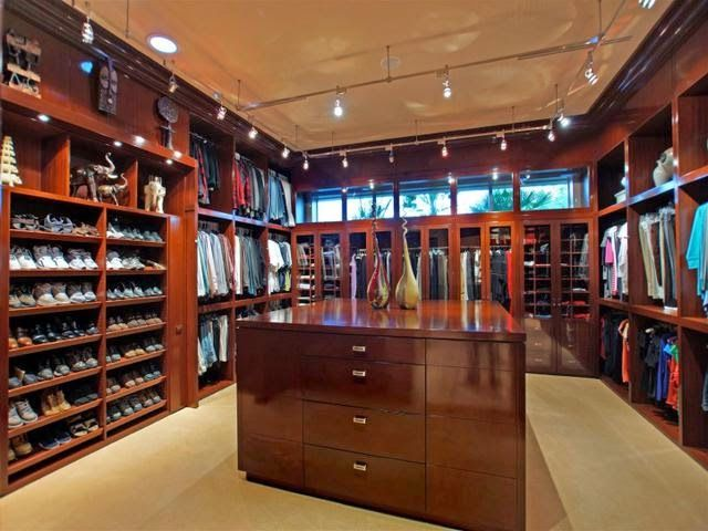 1000 images about closets on pinterest modern for Houses with walk in closets