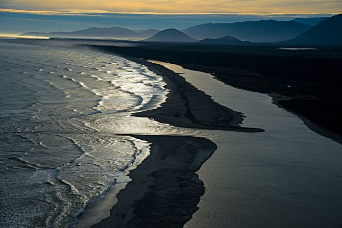 http://ngm.nationalgeographic.com/2014/03/new-zealand/img/05-waiatoto-river-enters-tasman-sea-NEW-670.jpg