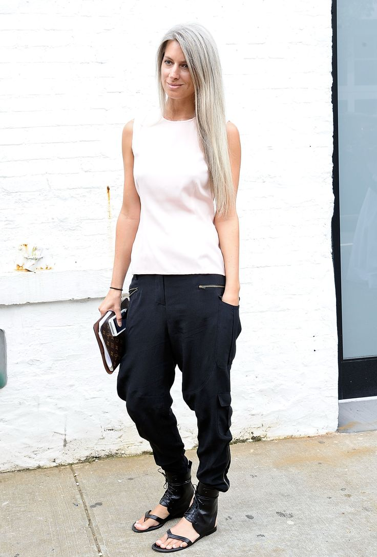 Sarah Harris in a minimalist outfit wearing harem pants #NYFW #StreetStyle