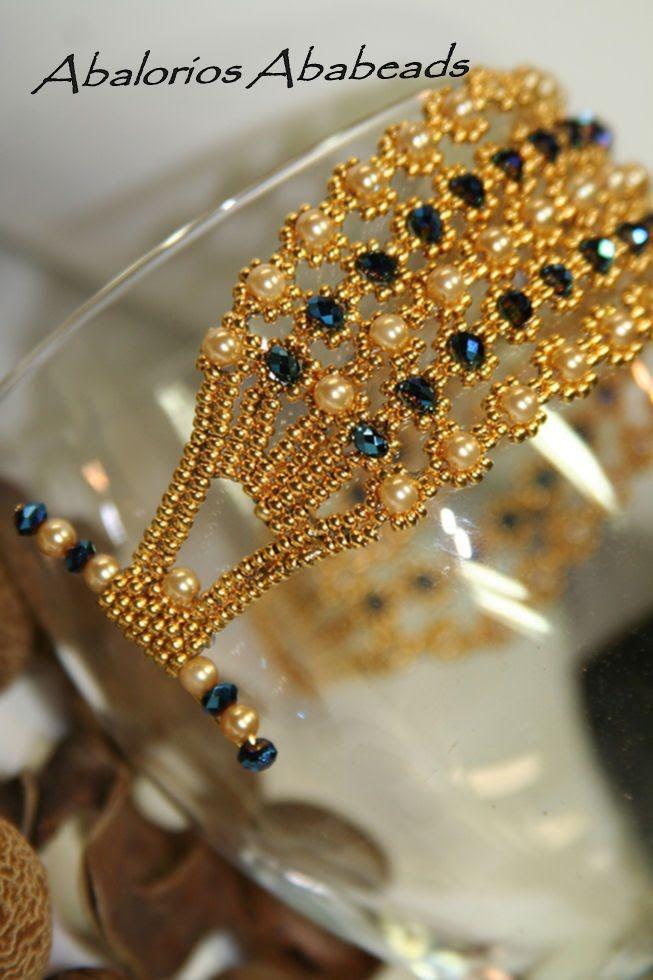 Gold Diamont           Super sencilla de hacer   pero muy hermosa !!  De la revista Rocca Gold #9                        seed beads 24 kt...