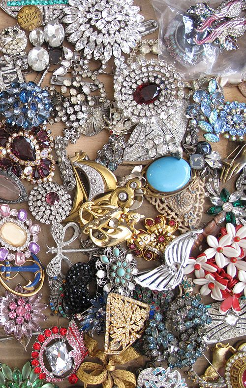 broochesAntiques Jewelry, Vintage Jewels, Costumes Jewelry, Vintage Brooches, Old Jewelry, Fleas Marketing, Vintage Costumes, Vintage Broach, Vintage Jewelry
