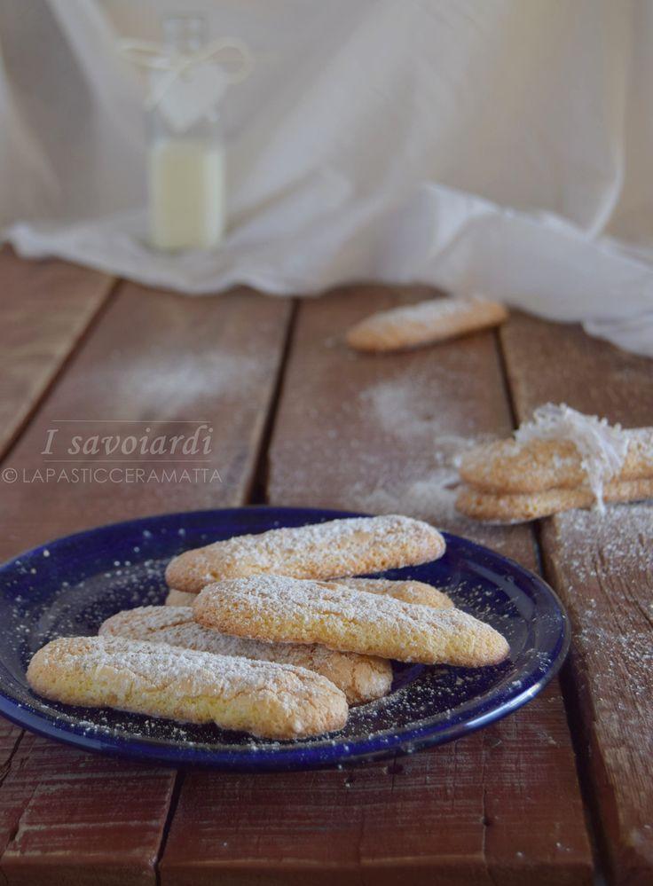 Savoiardi ricetta di Massari CLICCA SOTTO PER LA RICETTA ↓↓↓ http://blog.giallozafferano.it/lapasticceramatta/savoiardi-ricetta-massari/