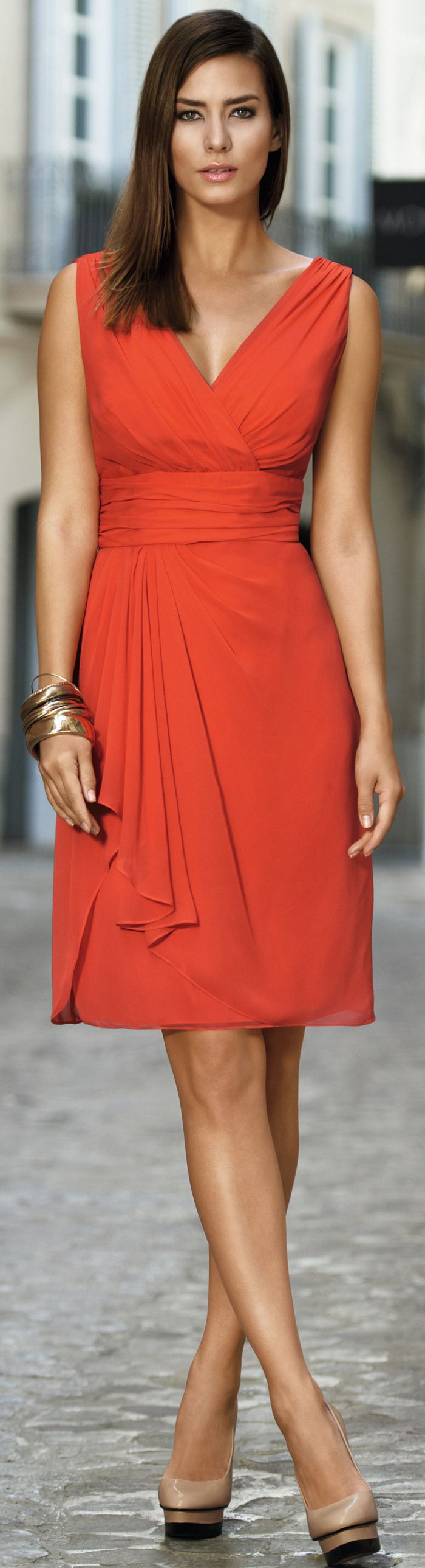 Cocktail dresses in red or orange color