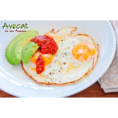 Comienza tu día con todas las ganas  con este delicioso desayuno #avocatacacias #aguacatehass #consumemashass