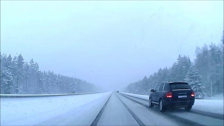 Starker Schneeschauer auf dem Autobahn - Autoreise mit BMW 525d - Video ...