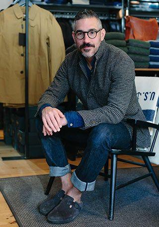 チェックジャケットとジーンズ+サボサンダルの着こなし【60代男性】(メンズ) | Italy Web                                                                                                                                                     More