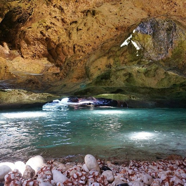 Amazing mermaid cave on Oahu, Hawaii. Photography by @champcameron. This is what my dreams are made of x
