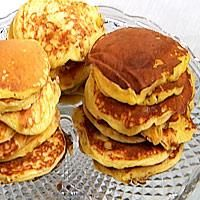 Frokostpannekaker med smørstekt mango -