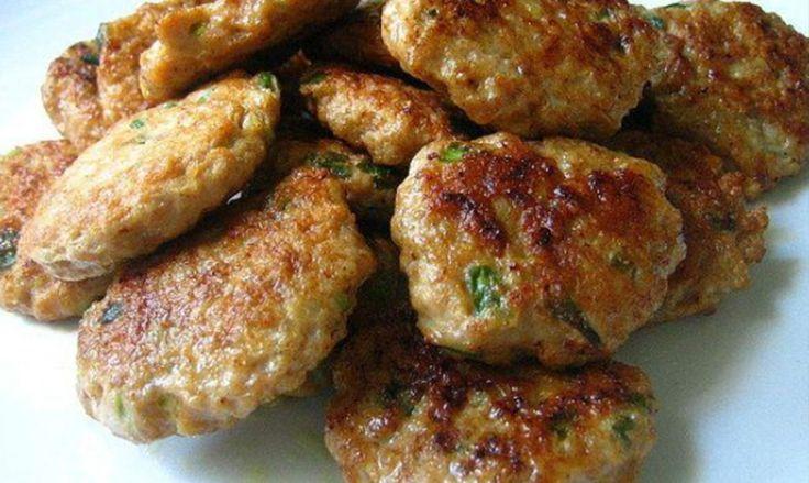 Las Tortitas de Carne de Guatemala, se hacen a base de carne molida, condimentadas con tomate, cebolla y hierbabuena que le da el toque especial.