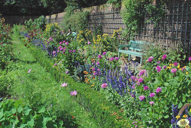 Gartenkunst oder Wege nach Eden: Die Gärten im Park von Schloss Benrath